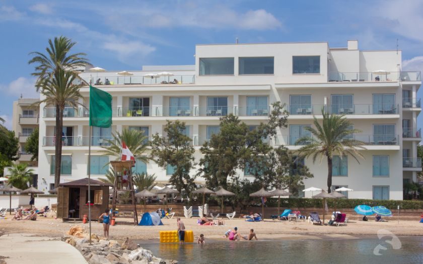 Cala Millor (north) hotel on beach